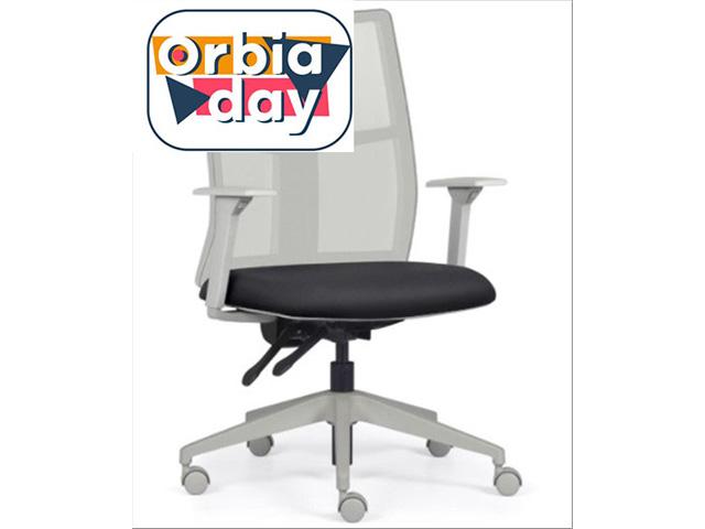 Cadeira Addit Alta Cinza e Assento Preto Rodízio Carpete