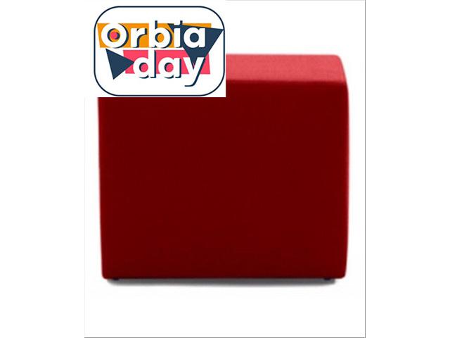 Puff Quadrado Revestido em Tecido Vermelho